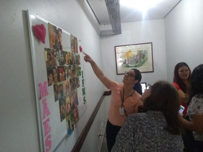 Mural com homenagem às mães