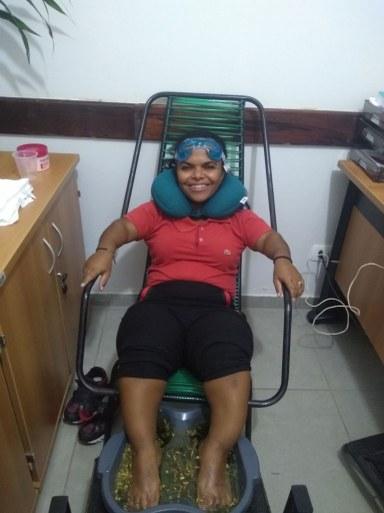 Servidora participando do momento de relaxamento