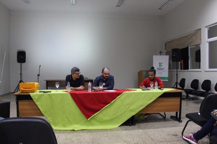 Mesa II - A Ascensão do Discurso Fascista na Crise do Capital