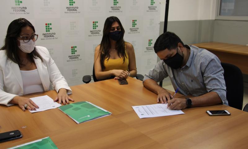Assinatura do contrato de obra no Campus Ponta Porã