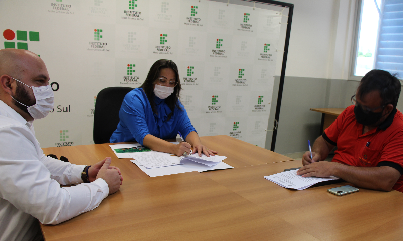 Assinatura do contrato de obra no Campus Três Lagoas