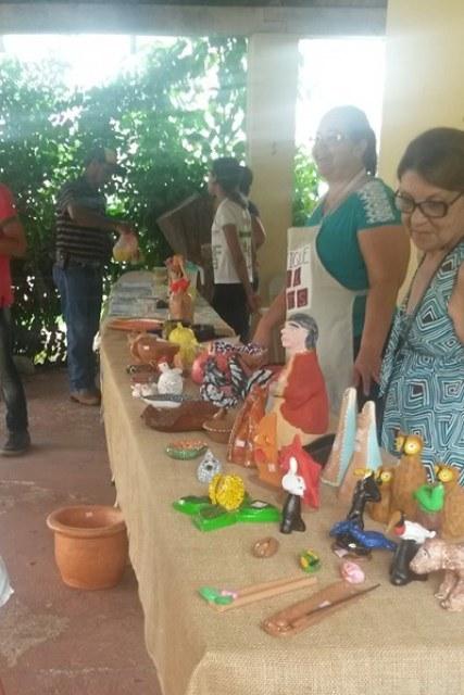 Também são comercializadas peças de artesanato em cerâmica - Foto: Campus Coxim/IFMS