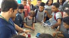 Os alunos acompanharam a realização de experimentos práticos