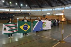 Cerimônia de abertura foi realizada no ginásio poliesportivo Irmãos Braz Sinaglia na terça-feira, 22