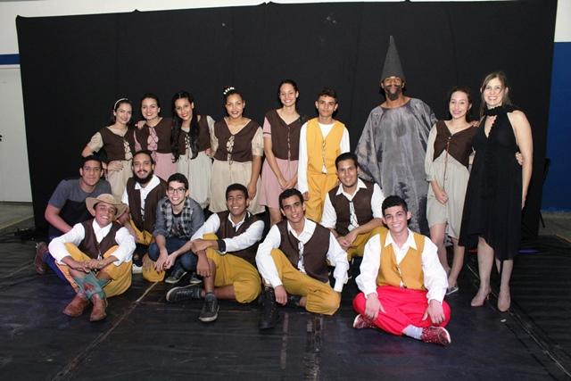 Grupo de teatro é formado por 15 atores, entre estudantes do IFMS e comunidade externa - Foto: Daniele Aguiar