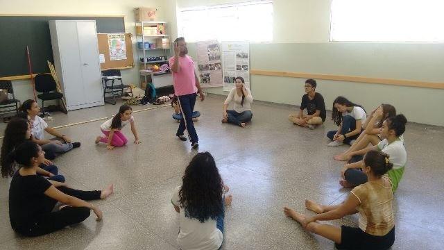 Oficina ensina técnicas das artes cênicas aos participantes - Foto: Willian Penante