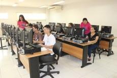 Acadêmicas do curso superior de tecnologia em Análise e Desenvolvimento de Sistemas do IFMS ministraram um minicurso a estudantes das escolas estaduais do município.
