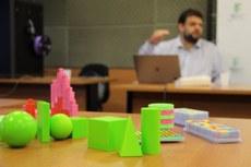 Peças geométricas em 3D ajudam no aprendizado sobre formas